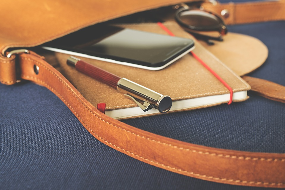 https://pixabay.com/en/bag-leather-goods-notebook-1565402/