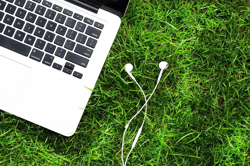 https://pixabay.com/en/phone-phones-headphone-headset-2056487/